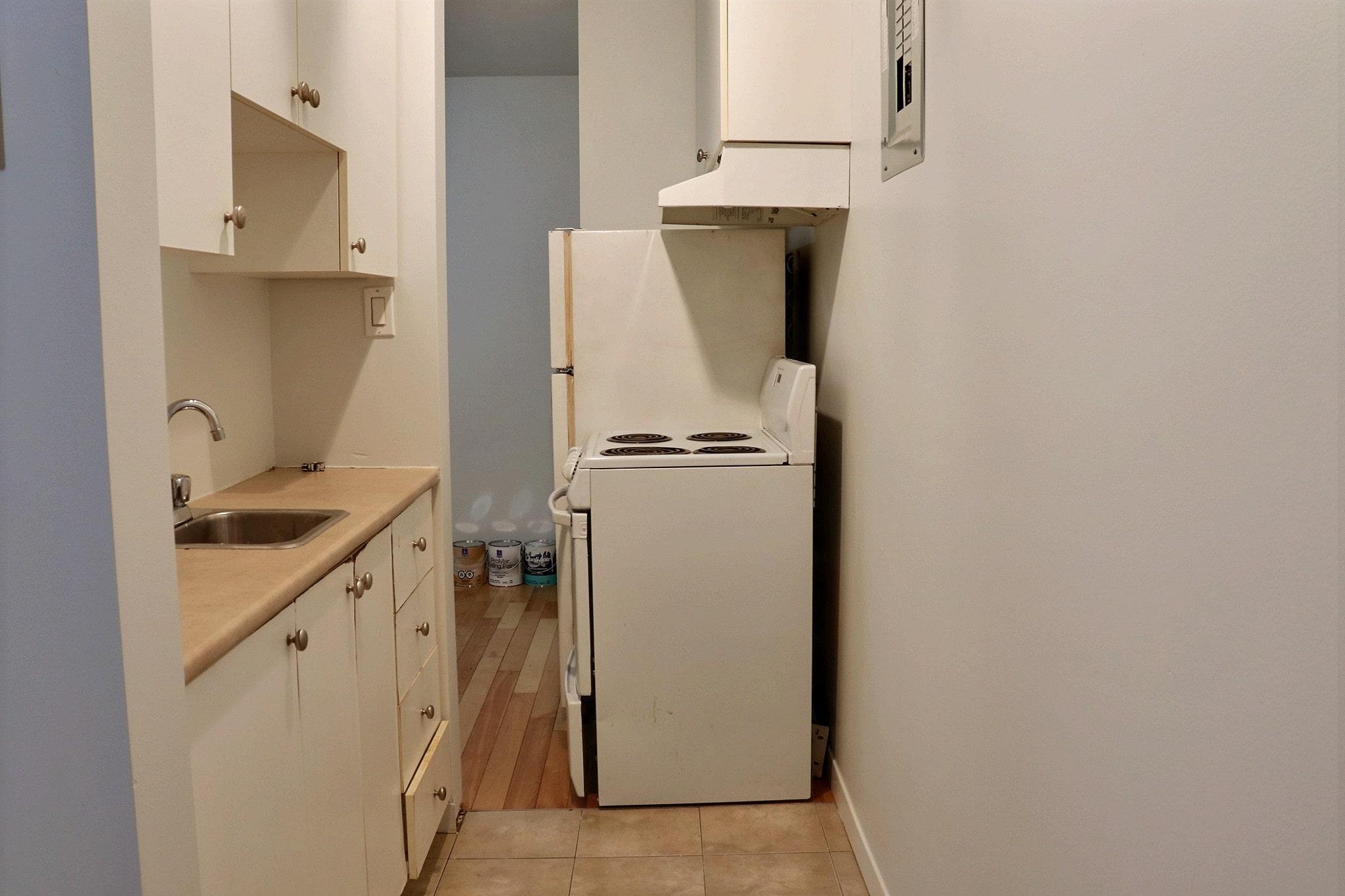 Photo 5 : 2 ½, Libre maintenant, Semi meublé, Eau chaude inclus