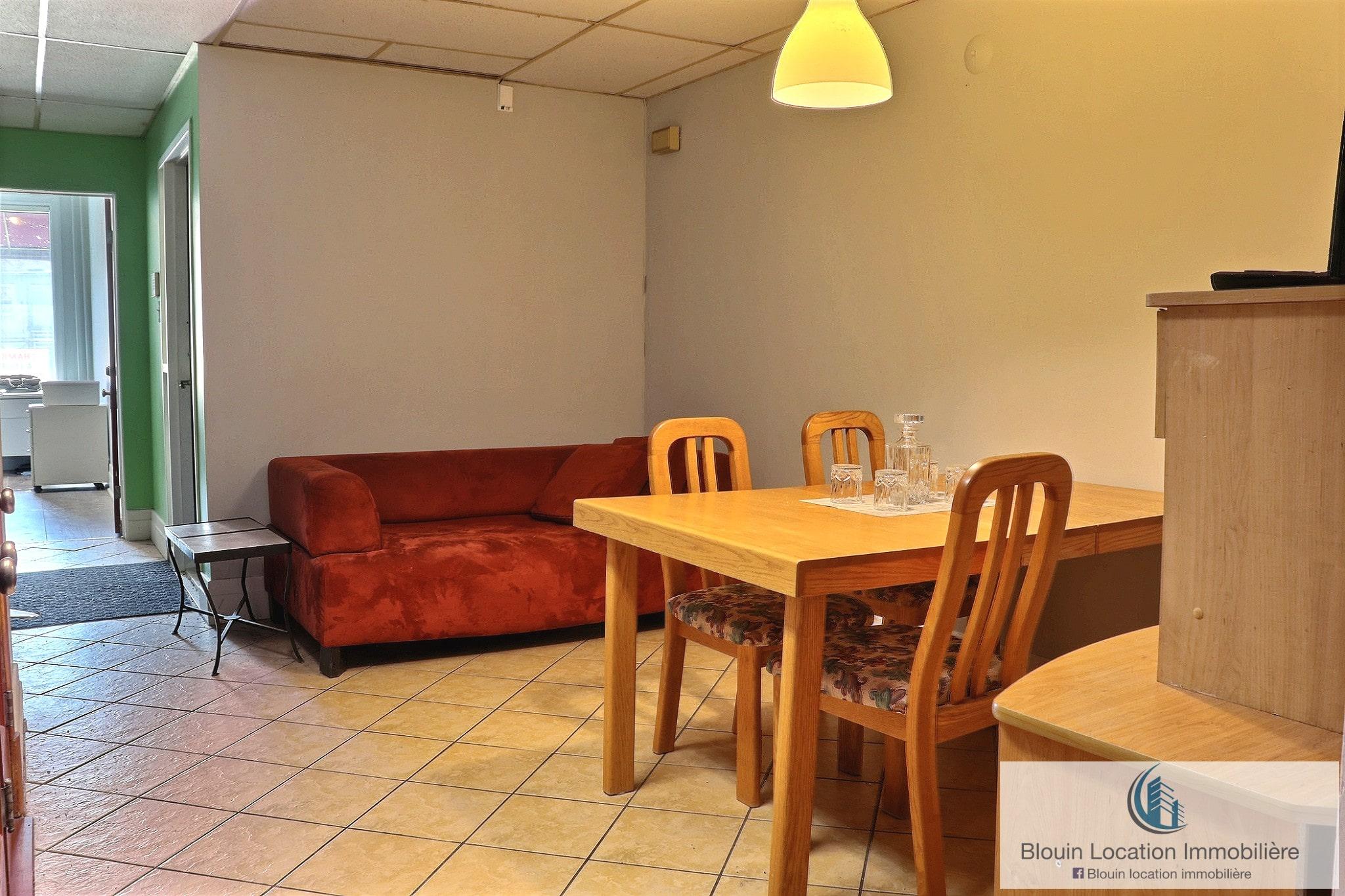 Photo 3 : Chambre / Pour Décembre/ Chemin Ste-Foy / Tout inclus / Wifi / Air clim / UL