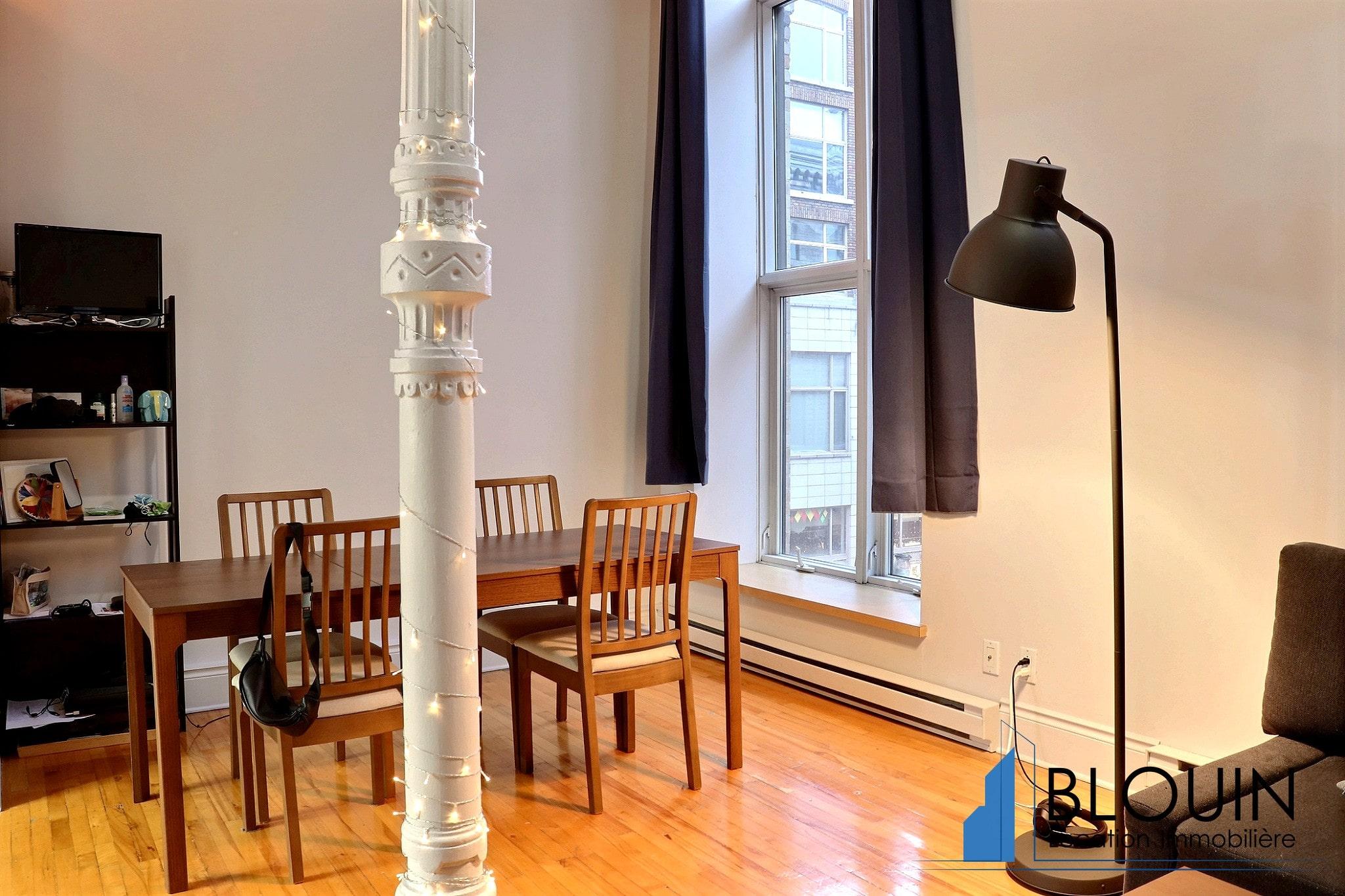 Photo 5 : Magnifique 3 ½ sur 2 étages, à St-Roch, libre pour Novembre, Semi-meublée
