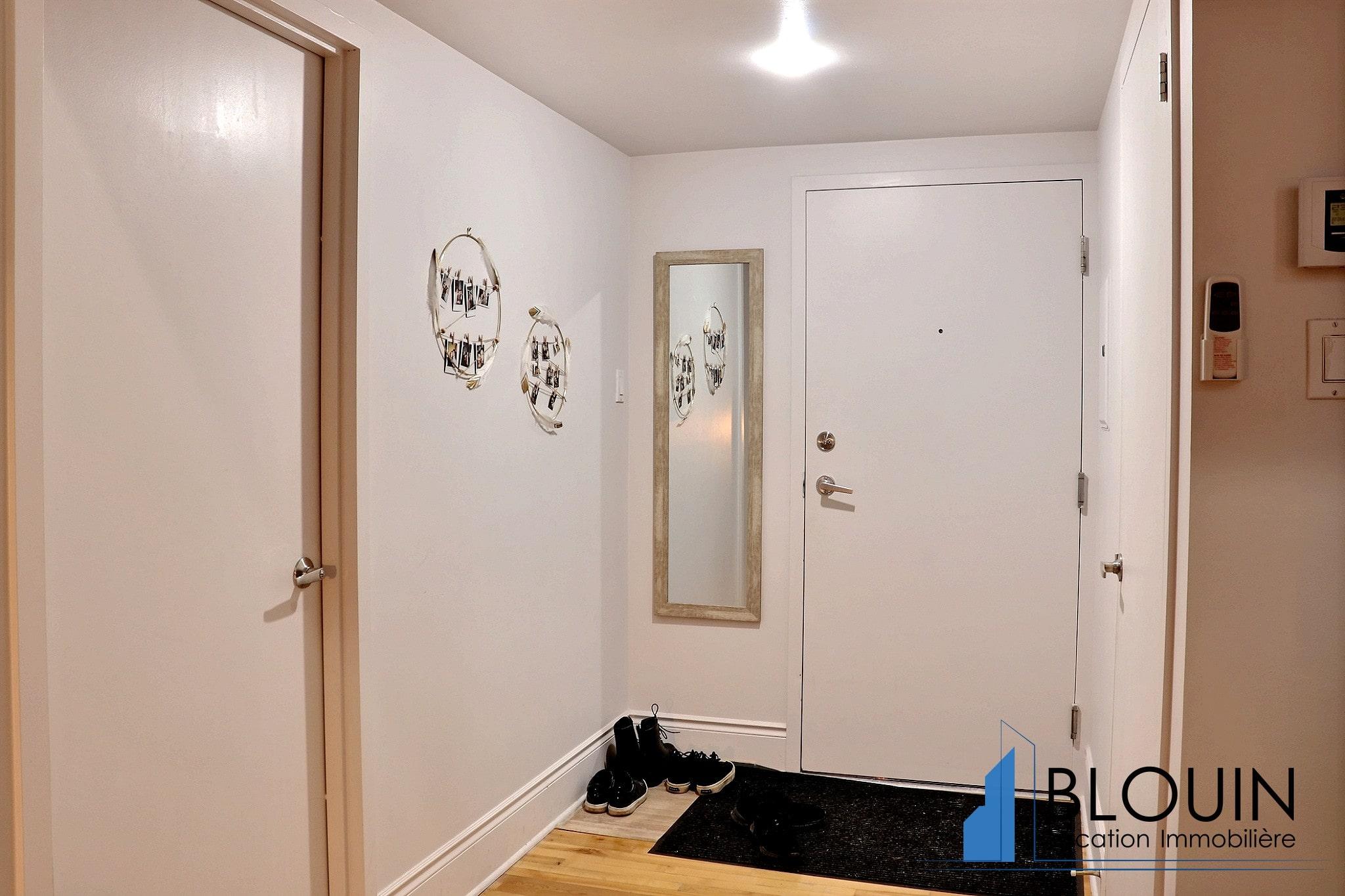 Photo 14 : Magnifique 3 ½ sur 2 étages, à St-Roch, libre pour Novembre, Semi-meublée