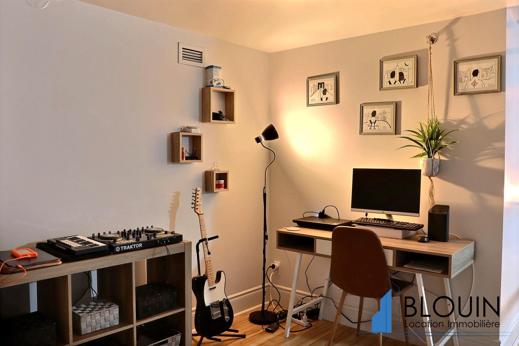 Photo 11 : Magnifique 3 ½ sur 2 étages, à St-Roch, libre pour Novembre, Semi-meublée