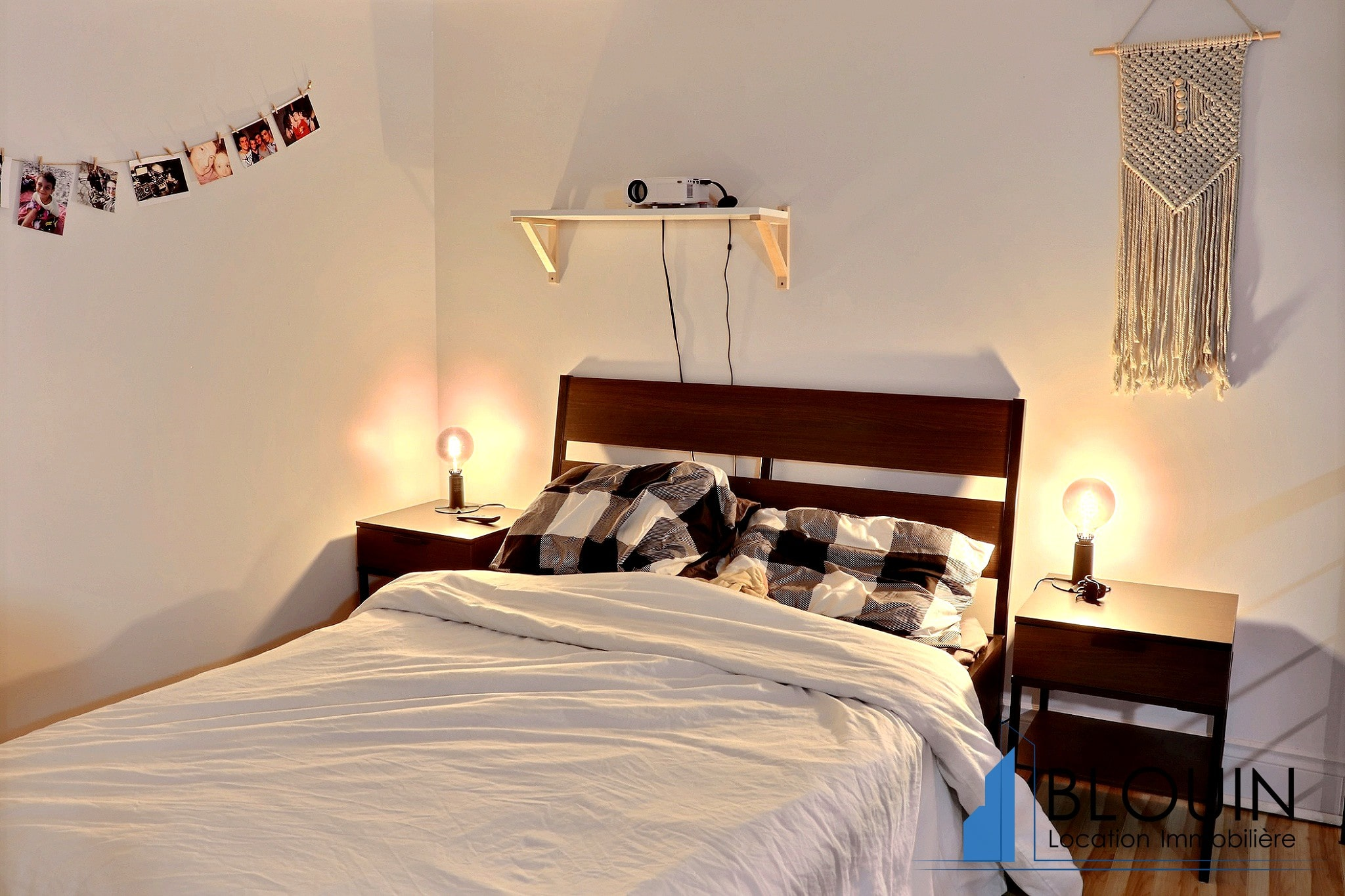 Photo 10 : Magnifique 3 ½ sur 2 étages, à St-Roch, libre pour Novembre, Semi-meublée