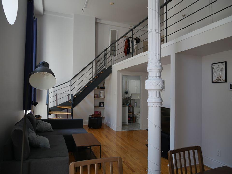 Photo 2 : Magnifique 3 ½ sur 2 étages, à St-Roch, libre pour Novembre, Semi-meublée