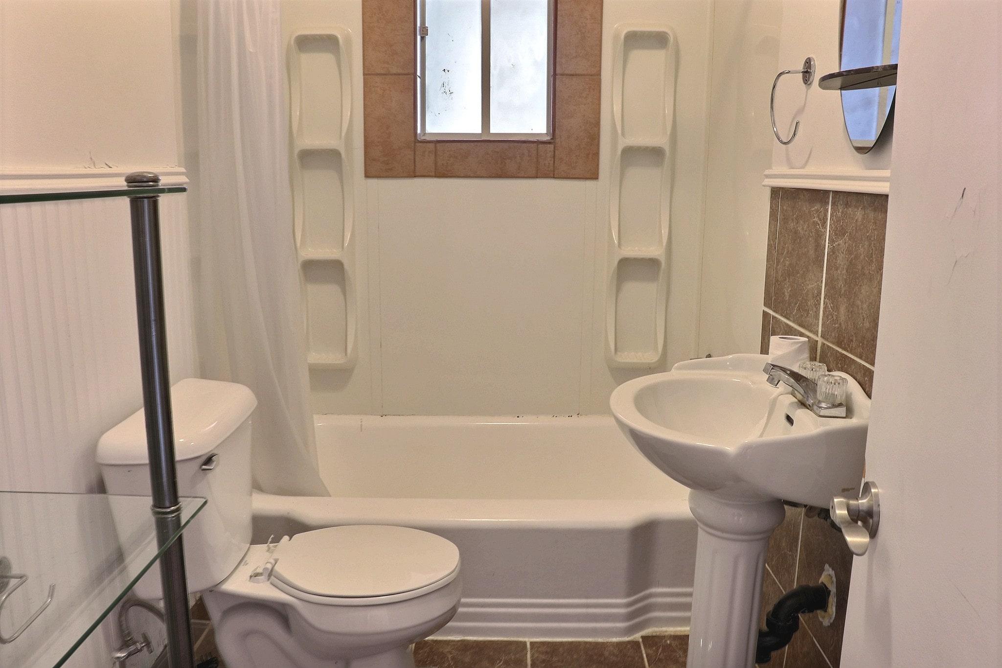 Photo 13 : 4 ½ à Limoilou, libre pour Juillet, Semi-meublé + eau chaude & Stationnement inclus