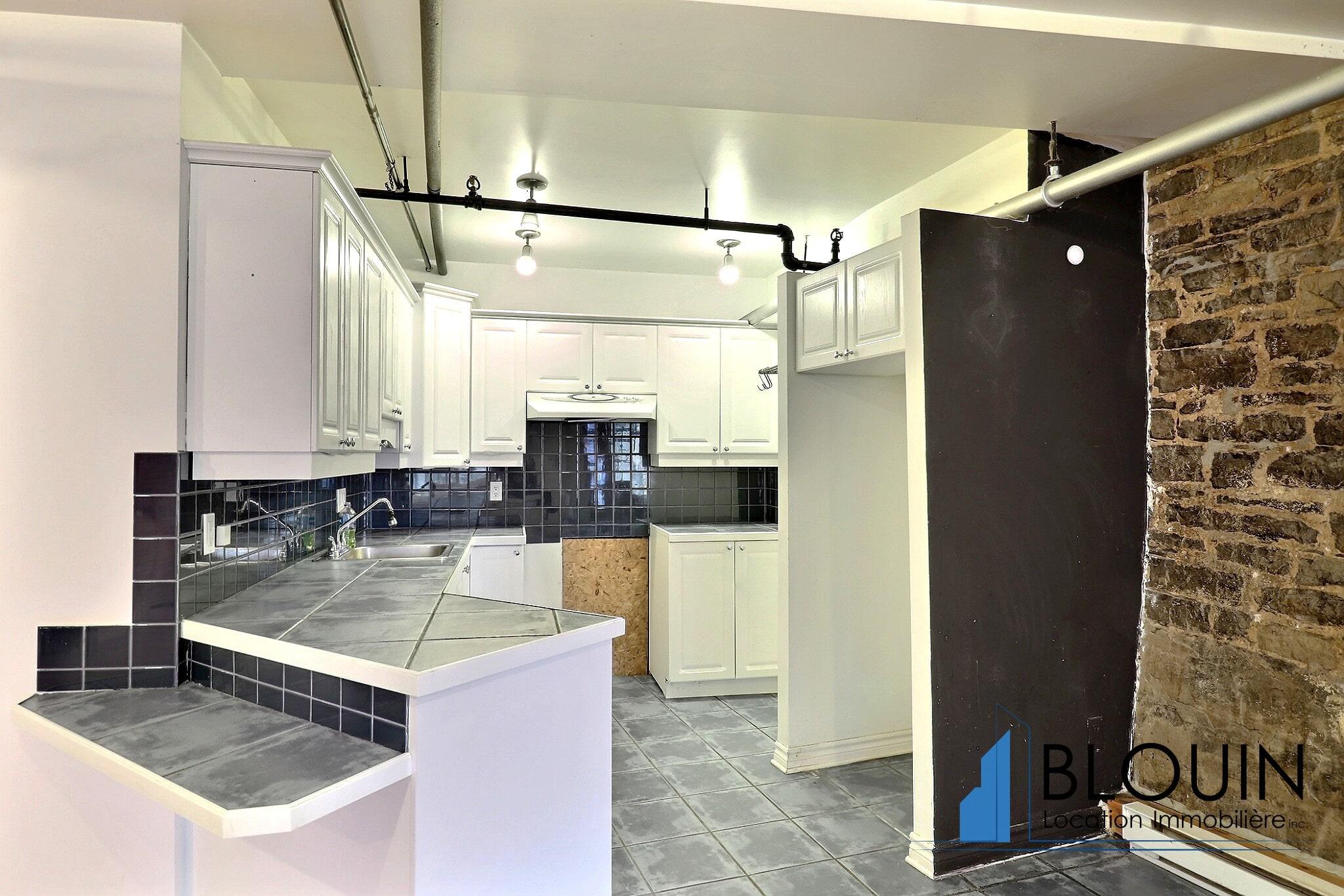 Photo 4 : Grand Loft avec chambre fermée, Vieux-Québec, libre Maintenant, Eau chaude incluse, 1 mois GRATUIT