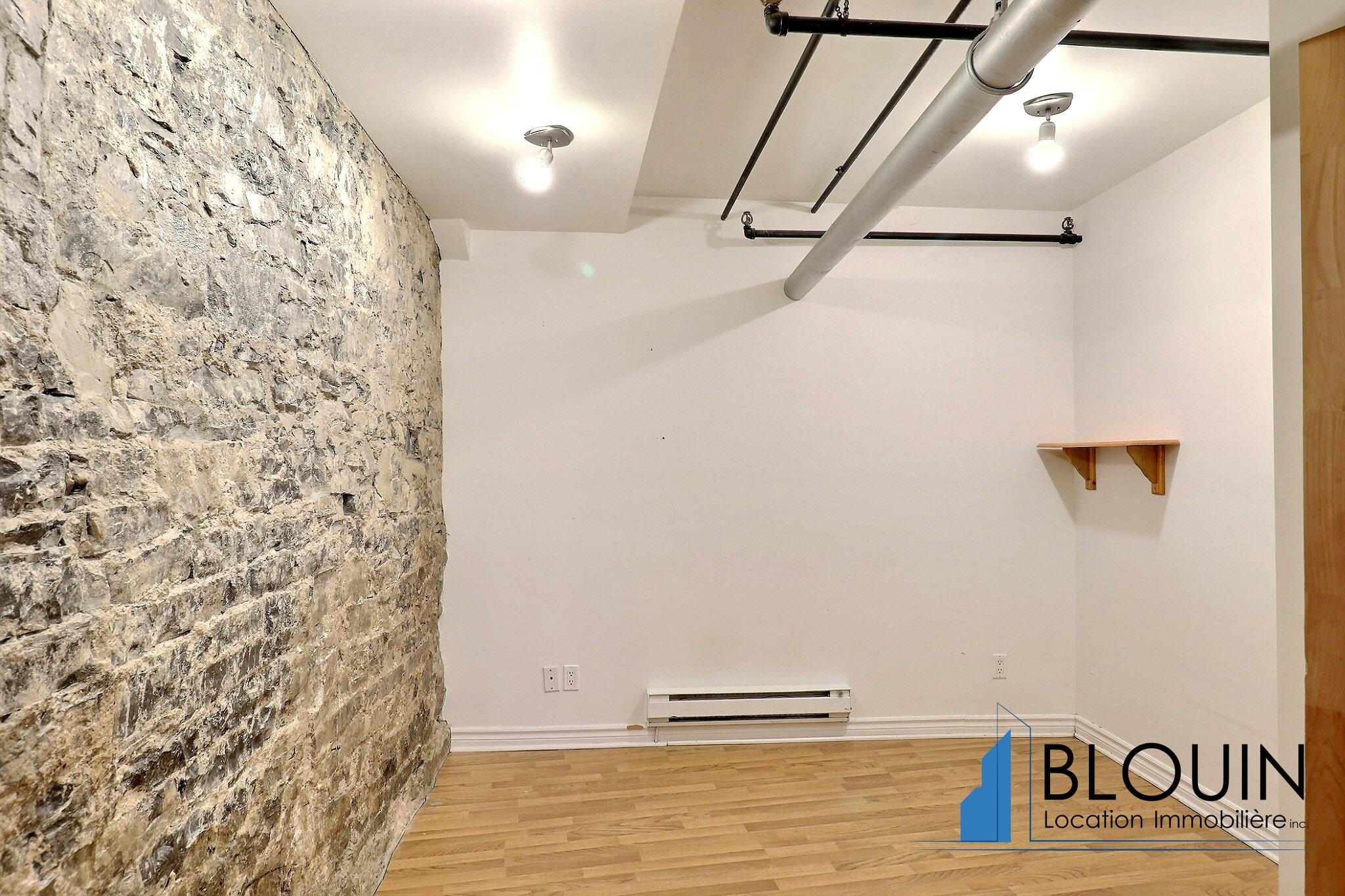 Photo 7 : Grand Loft avec chambre fermée, Vieux-Québec, libre Maintenant, Eau chaude incluse, 1 mois GRATUIT