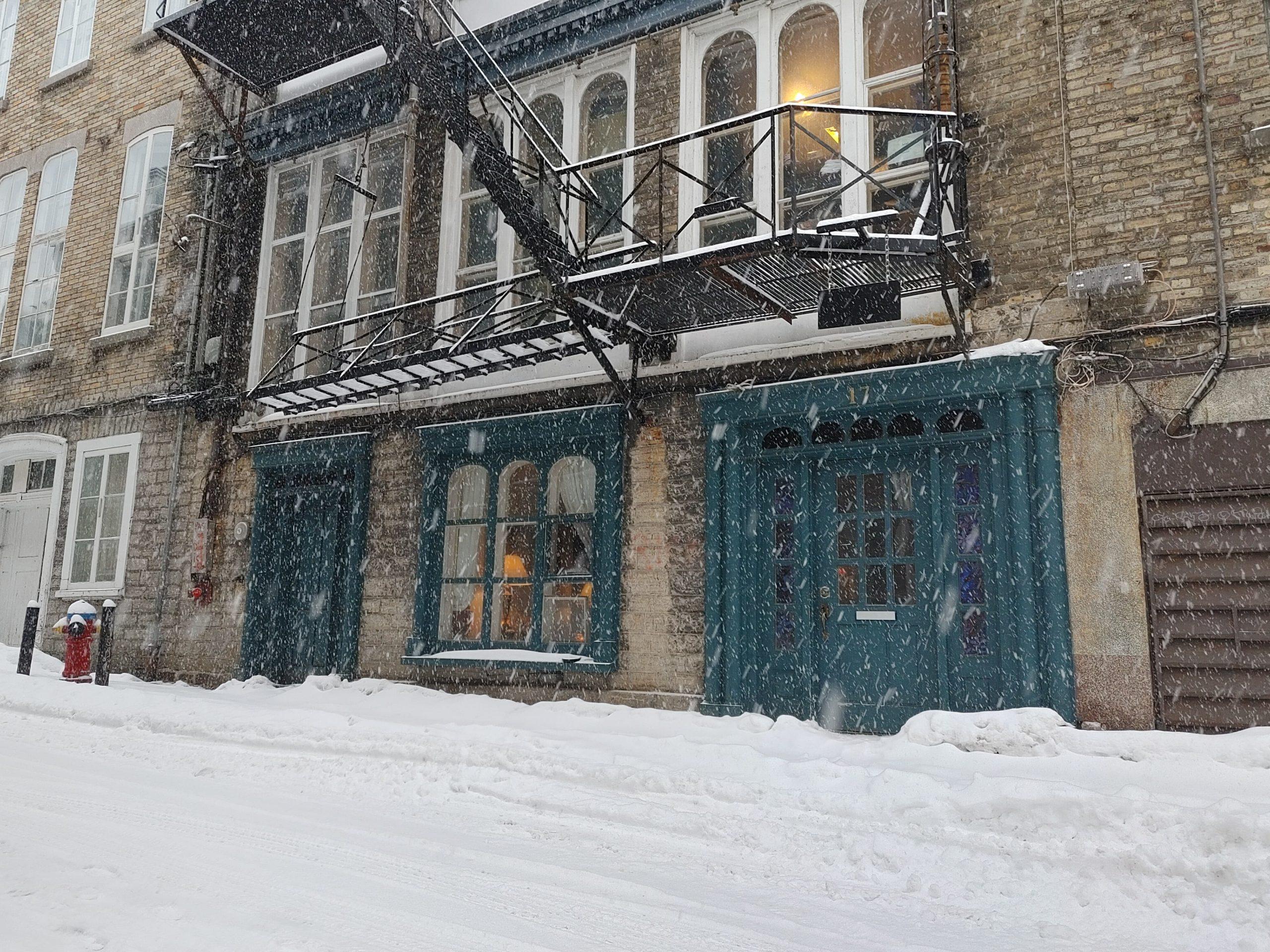 Photo 7 : Grand Loft avec chambre fermée, Vieux-Québec, libre pour Juillet, Eau chaude incluse, 1 mois GRATUIT